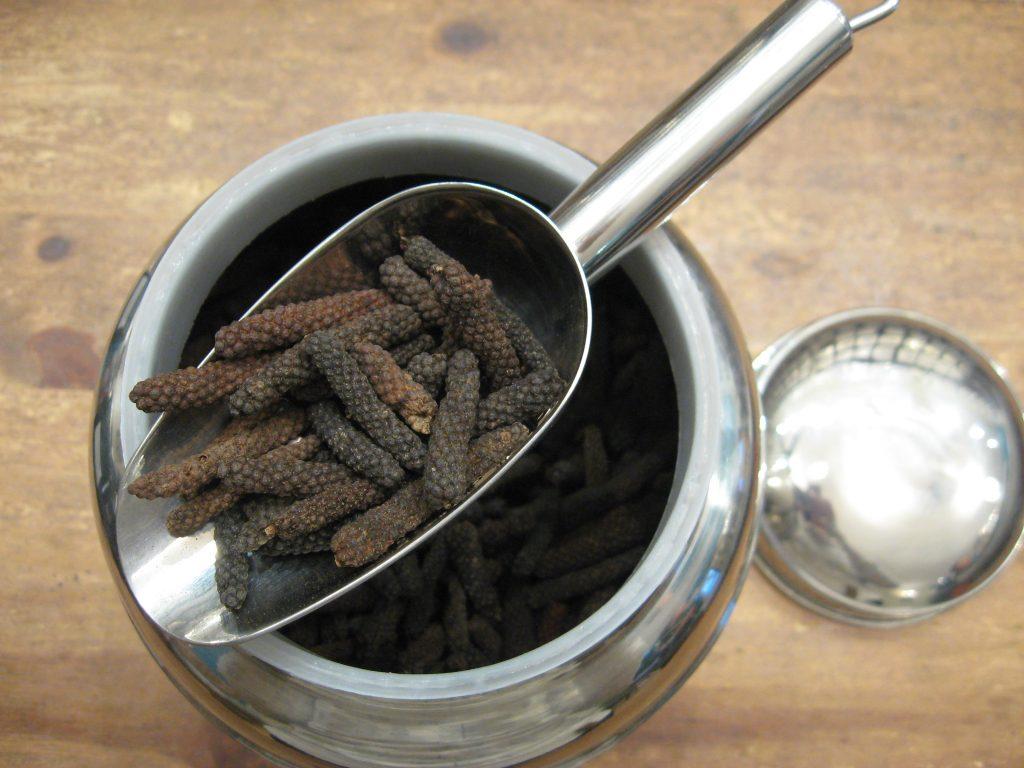 Poivre noir long de Java - Poivres et baies - en aparthé - Boutique en ligne